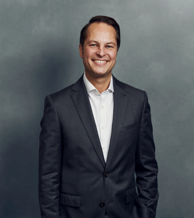 Meet the Team of experts - Photo of Till Schreiber, person in business suit, smiling, male, gallantly, standing upright