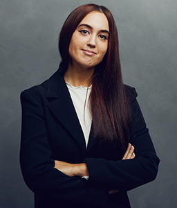 Meet the Team of experts - Photo of Natacha Espelta, person in business suit, smiling, female, gallantly, standing upright, crossed arms